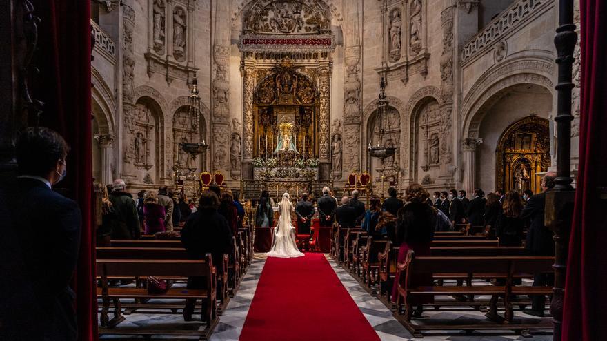 Una boda en el interior de la Catedral  de Sevilla durante la pandemia del Covid-19.