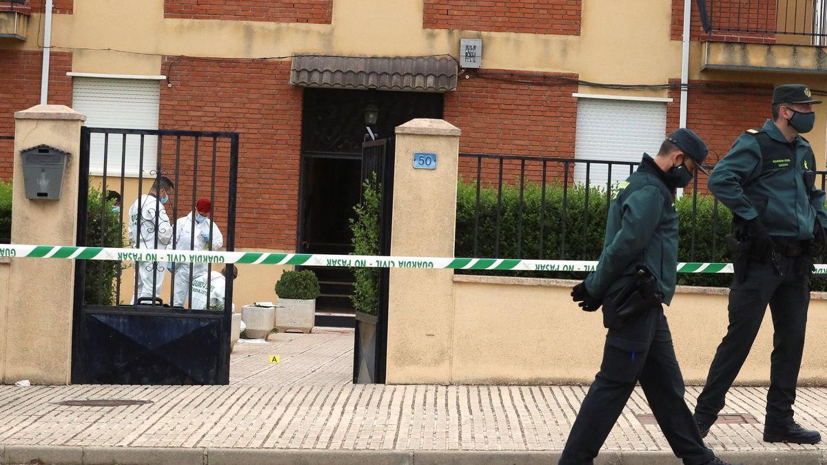 La Guardia Civil custodia la vivienda donde se suicidó el asesino. EFE/J.M. García
