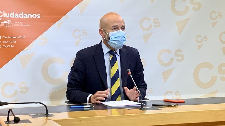 Ciudadanos, PP y PSOE lamentan la muerte de un docente en Toledo mientras se investiga si hay relación con la vacuna AstraZeneca