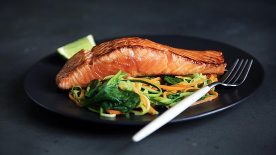 Los alimentos ricos en grasas saturadas y azúcares aumentan los síntomas pre-menstruales.