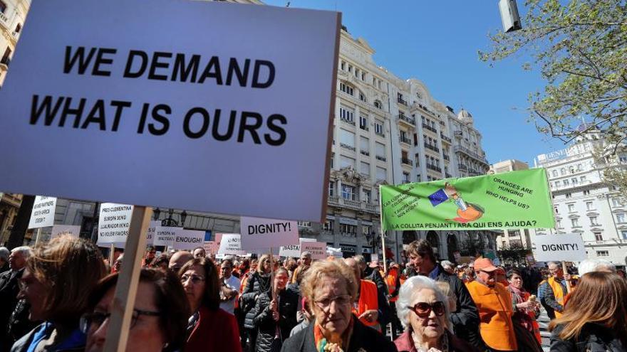 Centenares de citricultores defienden en València el futuro del sector