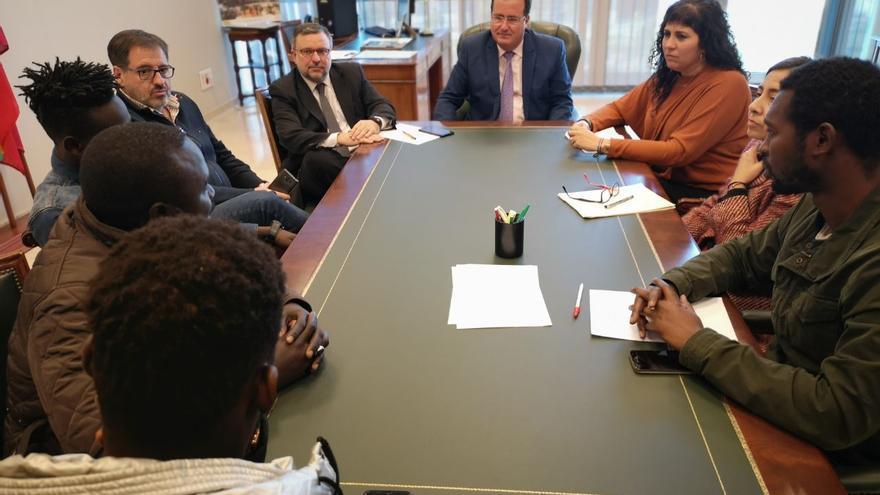 Reunión entre el concejal de Gobernación y el colectivo de manteros el pasado jueves