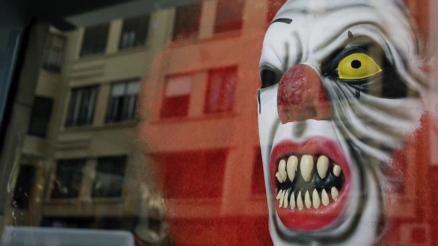 Policía anima: Sé original y no te disfraces en Halloween de payaso diabólico