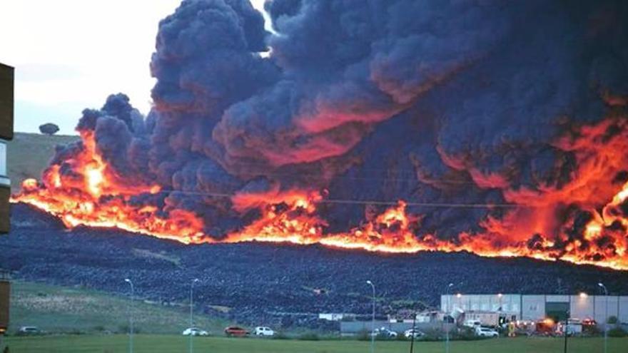 Incendio en el cementerio de neumáticos de Seseña / Ayuntamiento