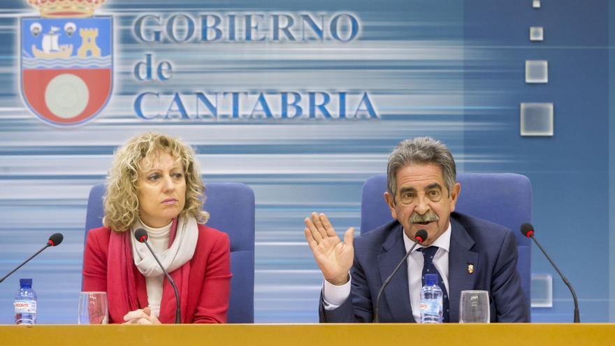 Eva Díaz Tezanos (PSOE) y Miguel Ángel Revilla (PRC) durante la rueda de prensa. | MIGUEL LÓPEZ