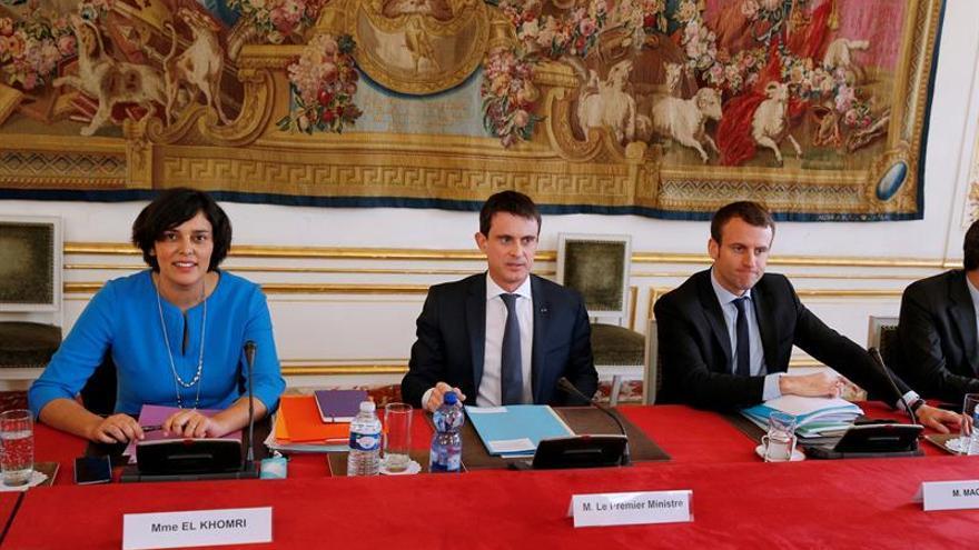 Valls modera su reforma laboral para salvar la oposición sindical