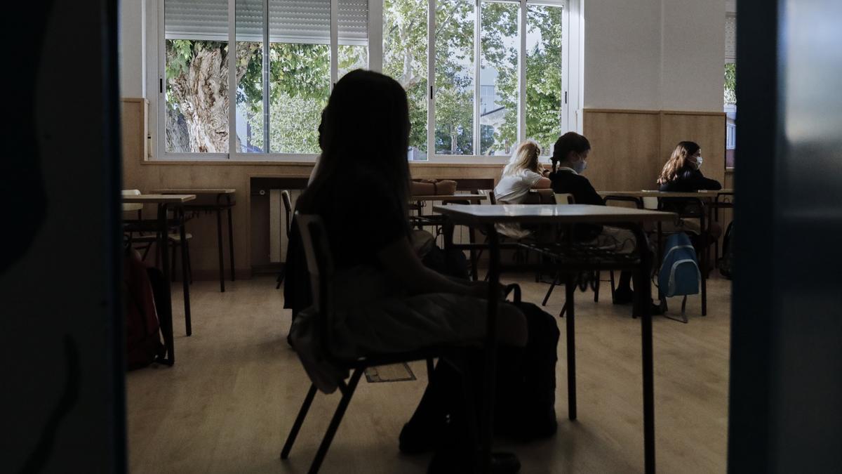 Niños en un aula del Colegio Privado Alameda de Osuna en el primer día del curso escolar 2020-2021, en Madrid