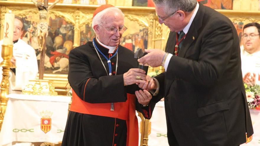 """El cardenal Cañizares recibe el premio """"Crit Valencià de l'Any"""" de Lo Rat Penat."""