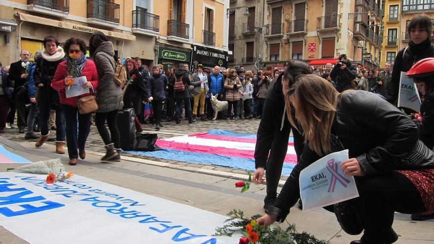 """Una concentración en Pamplona recuerda al joven Ekai y critica la """"transfobia de la sociedad"""""""