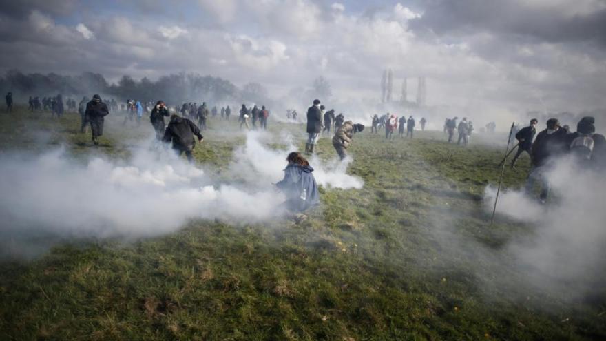 Enfrentamientos con la policía durante la defensa de la zona