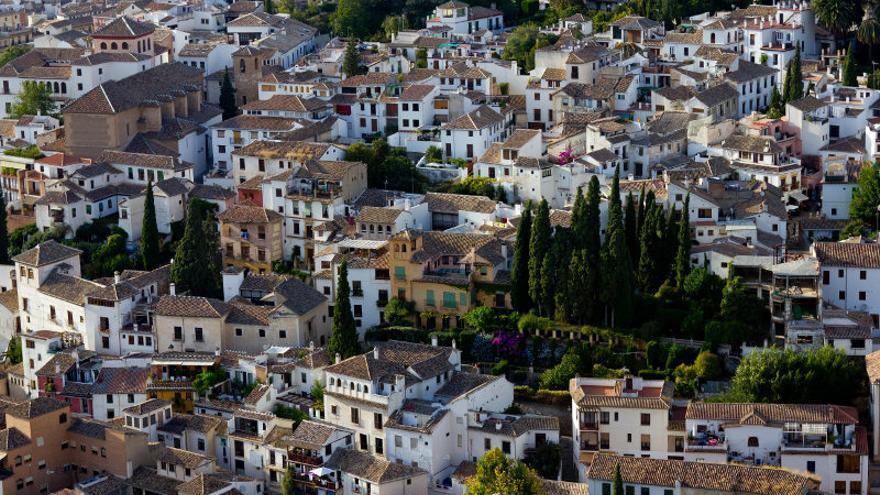 El barrio del Albayzín desde las murallas de La Alhambra (Granada).