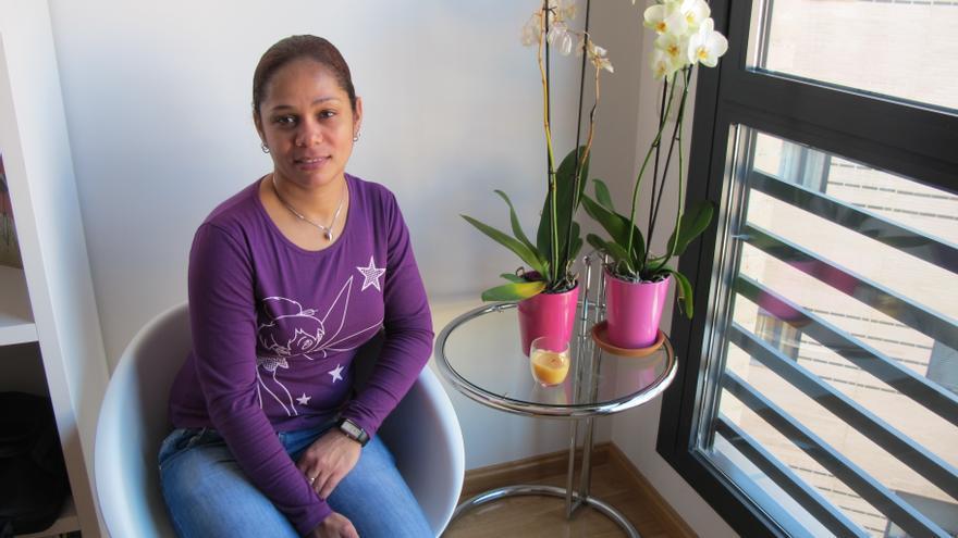 Belkis Blandino, dominicana, no ve un futuro para su hijo adolescente en España.