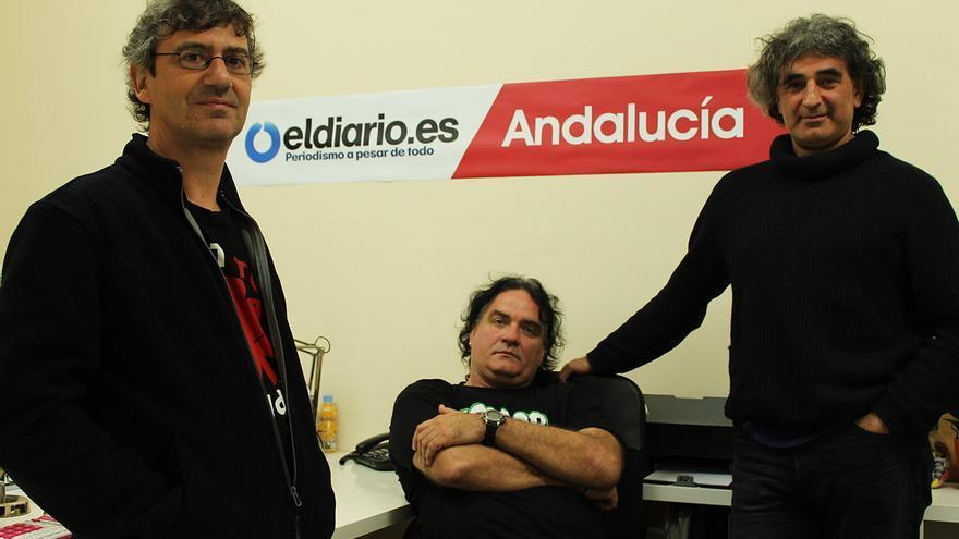 Manuel Pizarro y Fernando Madina (Reincidentes), junto a Ángel del Río en la sede de eldiario.es Andalucía. / JUANMI BAQUERO