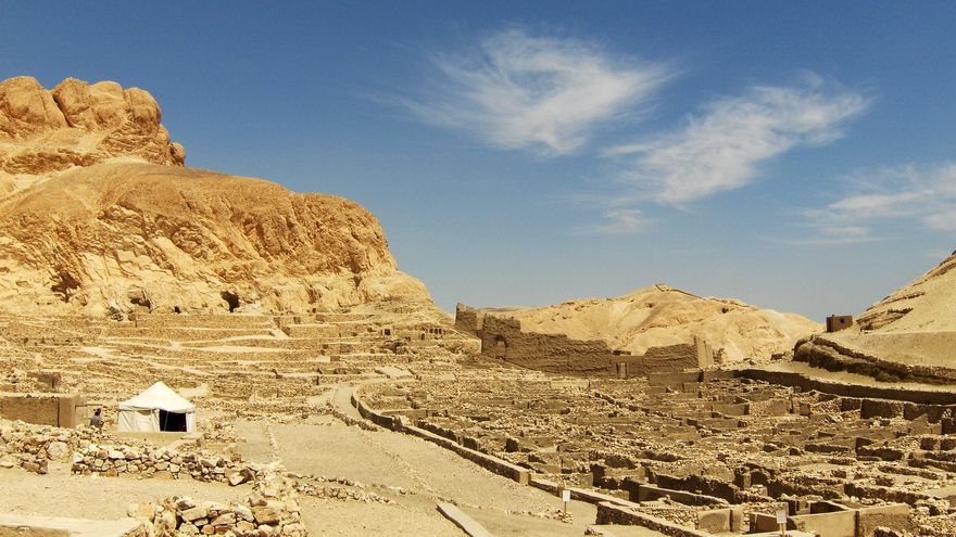 Dair El Medina es la única oportunidad para visitar una ciudad del antiguo Egipto. Aquí vivieron los artesanos y constructores que crearon las tumbas de la antigua Tebas. Gary Ku
