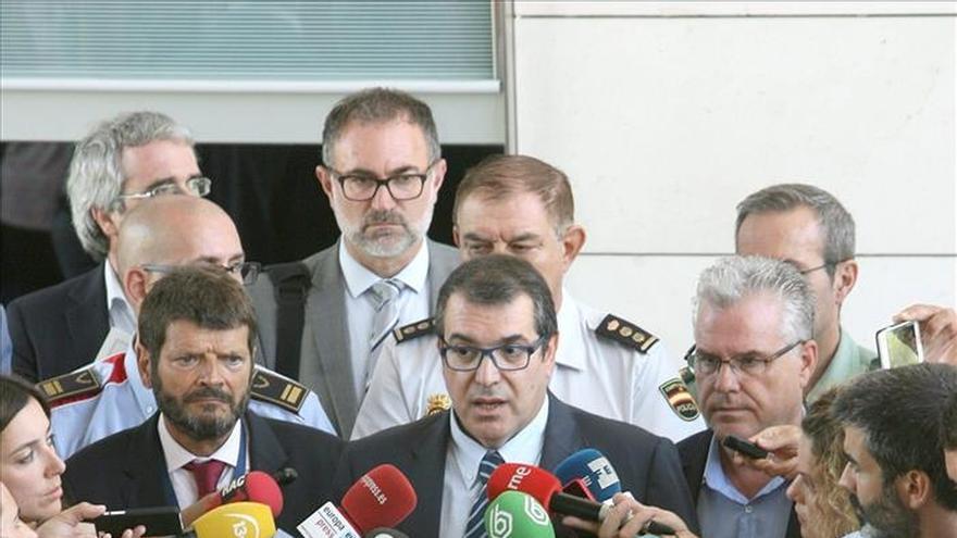El conseller pide comparecer en el Parlament para explicar la muerte del mantero