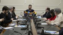El concejal de Cultura Festiva, Pere Fuset, con representantes de la Junta Mayor de la Semana Santa Marinera