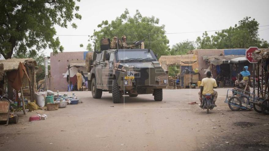 Mueren 18 civiles malienses y burkineses al explotar mina en centro de Mali