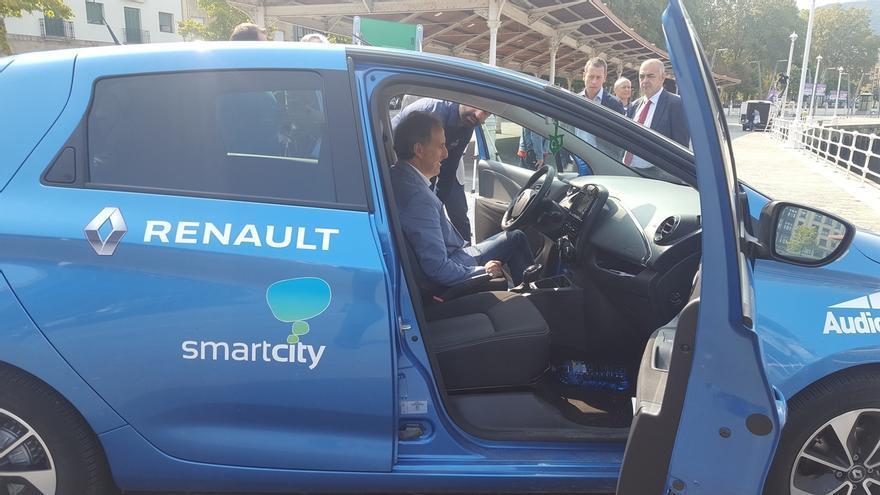 Llega a Bilbao el vehículo eléctrico que difunde el proyecto 'Mi ciudad inteligente'