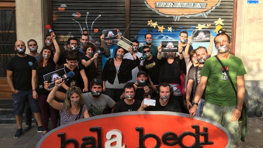 Los miembros de Hala Bedi rechazan la aplicación de la Ley Mordaza a su periodista