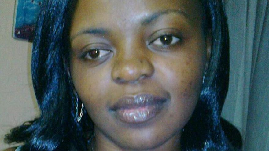 Perseguida en Camerún por ser lesbiana, Christelle se arriesga a ser expulsada de Barajas y enviada de vuelta a su país