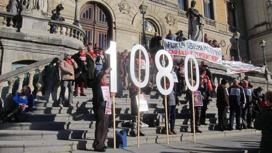 """Movimiento de pensionistas muestra su """"indignación"""" por la """"congelación"""" de las pensiones e insiste en los 1.080 euros"""