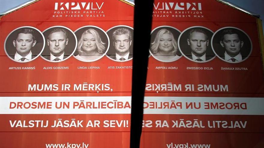 Abren los colegios electorales para las parlamentarias letonas