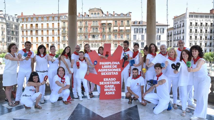 Periodistas navarros se suman un año más a la campaña contra las agresiones sexistas en Sanfermines