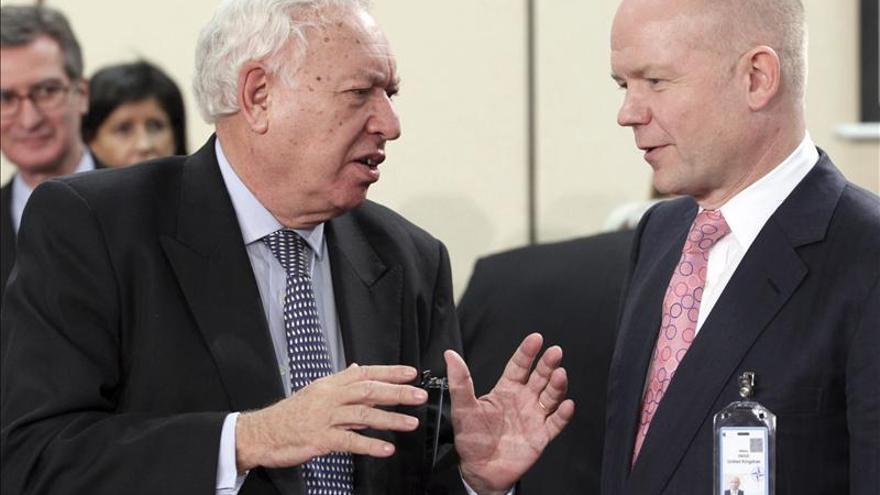 Los ministros de Exteriores español y británico, José Manuel García Margallo y William Hague