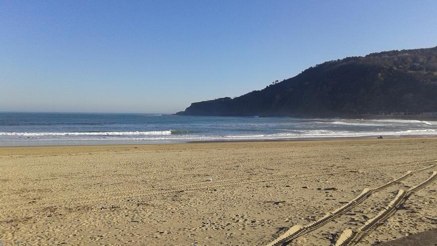 Baño prohibido en las playas guipuzcoanas de La Zurriola, Orio, Zumaia y Deba