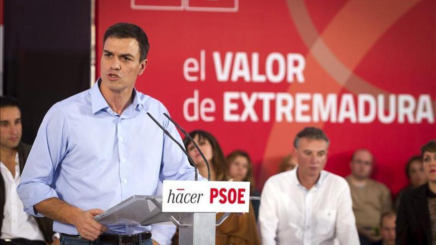 """Sánchez dice que el PSOE devolverá """"la dignidad y la decencia"""" a la política"""