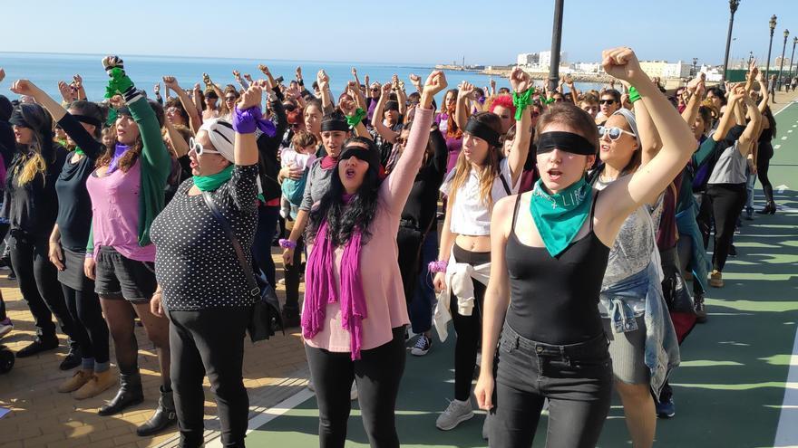 La performance 'Un violador en tu camino' se hace oír también en Cádiz