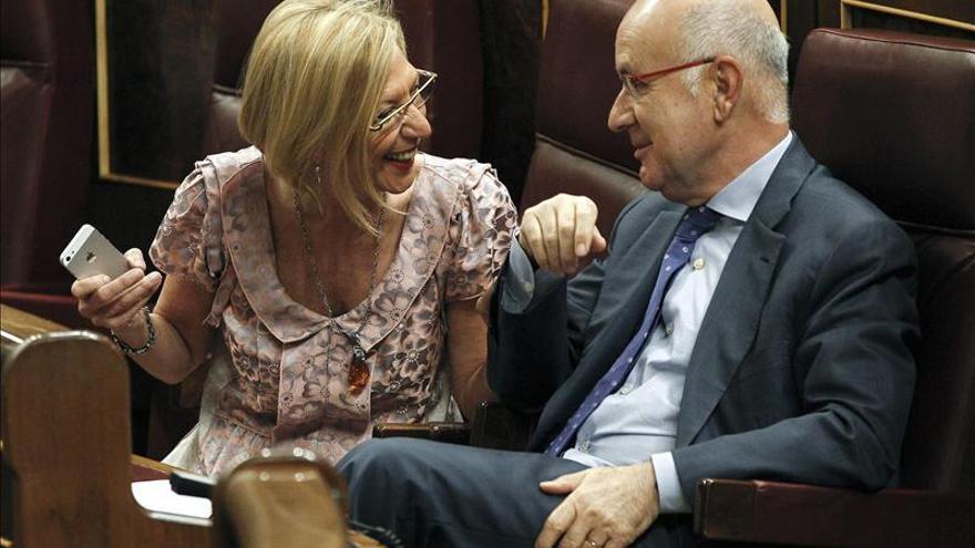 """Rosa Díez pide a Monago que no se ponga """"chulito"""" y explique por qué baja el IRPF"""