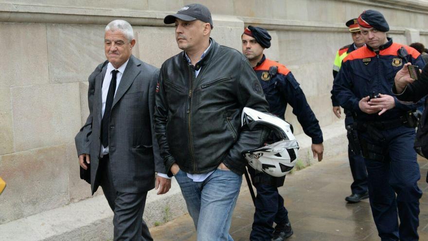 El abogado de los Mossos, satisfecho a la salida del Palacio de Justicia