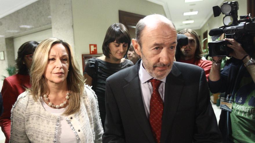 """Rubalcaba insta a Mas a dejar la """"ambigüedad"""" y a aclarar a los catalanes si quiere """"romper o seguir"""""""