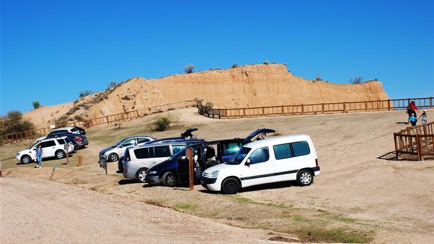 Vehículos apostados en Las Barrancas / Ecologistas en Acción