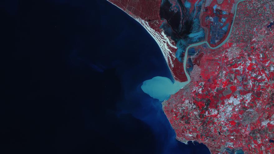 Imagen DEIMOS del estuario del Guadalquivir donde se aprecia la pluma de turbidez