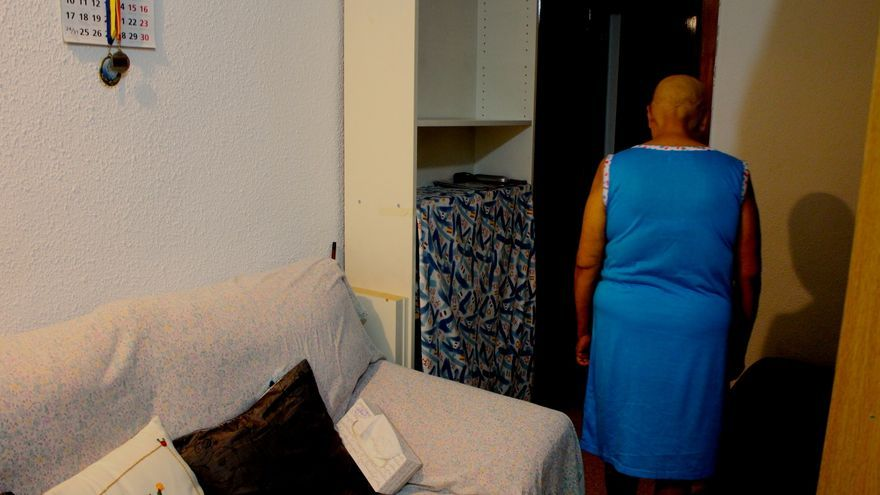 Sonia (nombre ficticio) padece cáncer y no tiene tarjeta sanitaria / G. S.