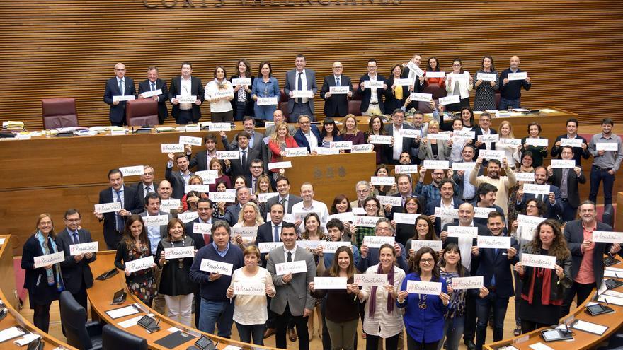 Los diputados autonómicos valencianos muestran su apoyo a la campaña #Resistiréis
