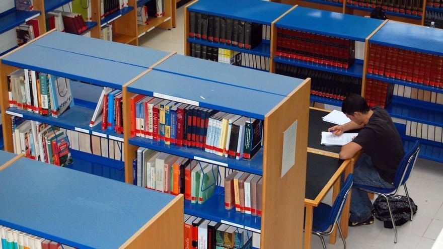 Caen un 11% los visitantes a las bibliotecas cántabras, entre las de menor porcentaje de usuarios