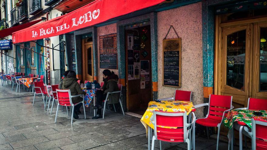 Bares en la calle Argumosa, en Lavapiés.