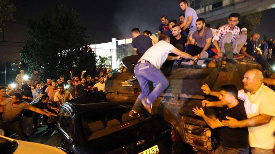 Varios heridos en bombardeo aéreo al edificio del Parlamento turco