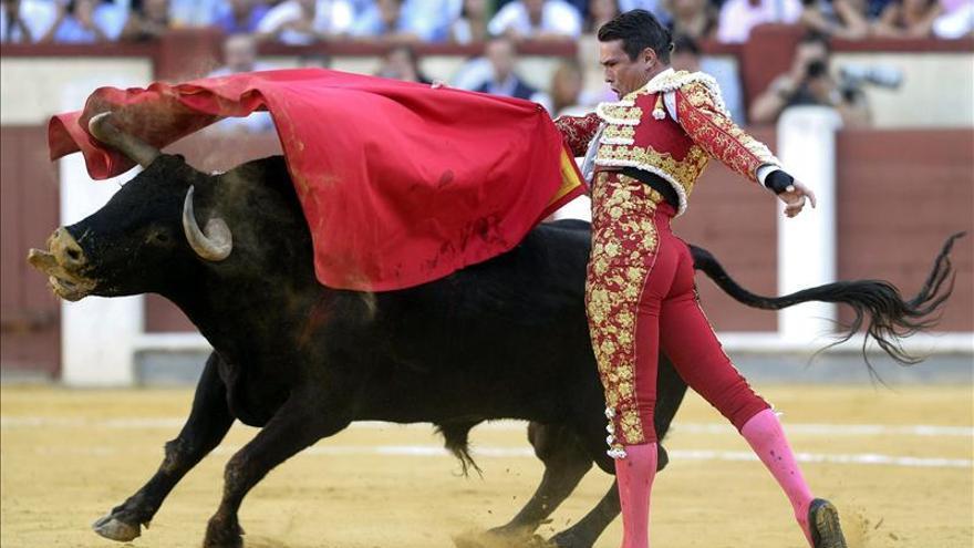 A hombros Manzanares, con tres orejas, y Morante, con dos, en Valladolid