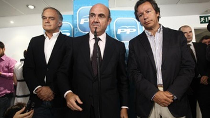 El ministro de Economía y Competitividad, Luis de Guindos, se reúne con el área