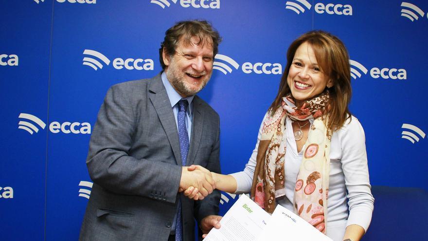Lucas López (Radio ECCA) y Noelia Curbelo (Binter), en la renovación del  acuerdo