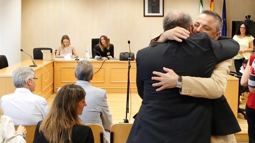 """La asamblea local de IU celebra la absolución de Torrijos y pide """"reparar sus ocho años de sufrimiento"""""""