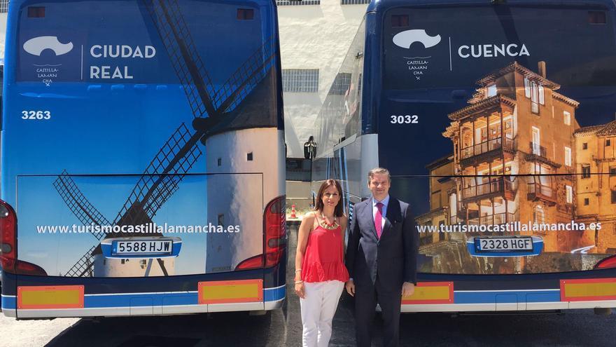 Dos de los autobuses de Alsa ya serigrafiados