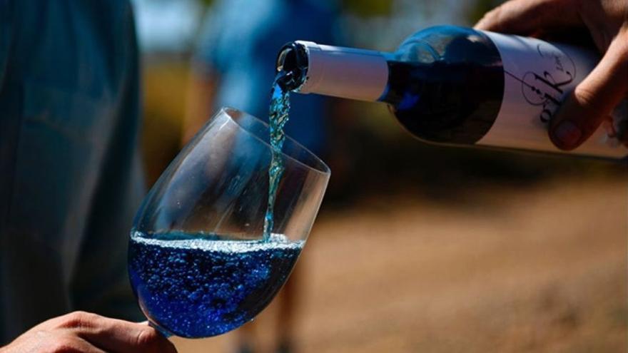 Cinco vinos de colores que te van a romper los esquemas sobre el vino