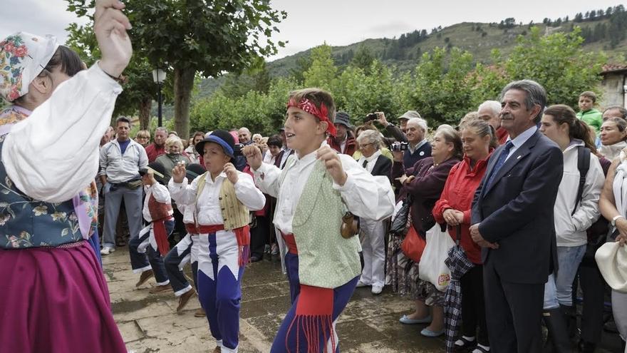 Cantabria conmemora una Bien Aparecida pasada por agua