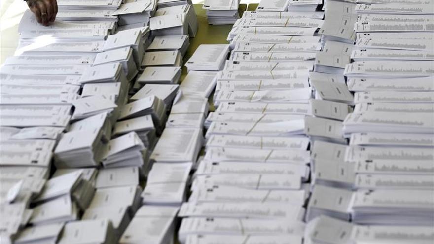 Se abren los colegios electorales, salvo los de Canarias