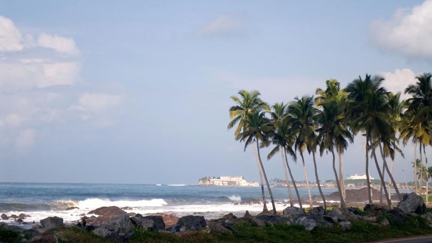 El castillo de Elmina en la costa de Ghana / Bdinphoenix